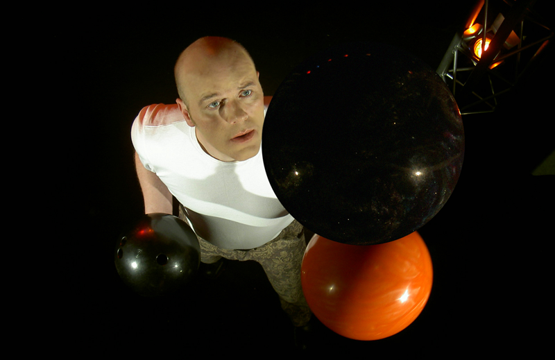 Peter Varg - Juggling Magician